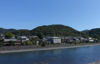 宇治橋「三の間」から見た仏徳山(大吉山)
